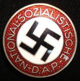 WWII GERMAN NSDAP MEMBERSHIP BADGE M1/72 BUTTON HO