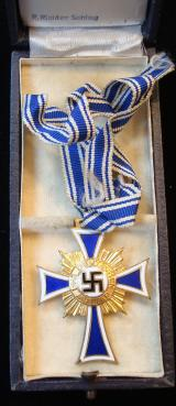 WWII GOLD GERMAN MOTHERS CROSS CASED