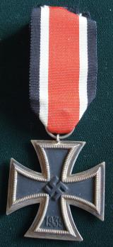 WWII GERMAN IRON CROSS 2ND CLASS, 1939 27