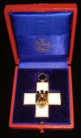 WWII GERMAN RED CROSS DECORATION TYPE II (1934-193
