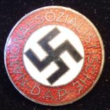 WWII GERMAN NSDAP MEMBERSHIP BADGE M1/8