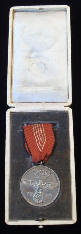 CASED 1936 OLYMPIC GAMES COMMEMORATIVE MEDAL